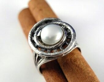 Pearl Silver Art Ring in a spiral sculpture design - ElenadE