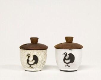 2 Vintage sauce/spice jars, ceramic with wooden lid
