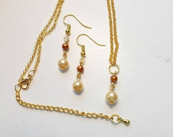 Pearl necklace and earring set - Cream