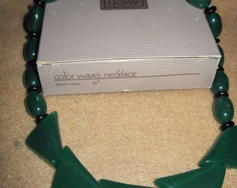 BEAUTIFUL Vintage Color Waves Necklace..1987..by Avon #446..NOS..Gift 4 Woman,