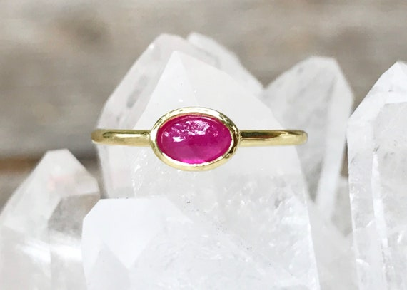 Untreated ruby and solid 18k gold ring
