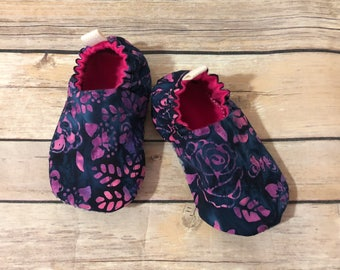 Flower shoes, cloth shoes, baby booties, toddler shoes, baby shoes, crib shoes, cloth booties, baby shower gift, shoes, flower booties, navy