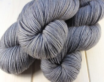 Hand - dyed skeins Fingering - superwash Merino, cashmere and Nylon - 100 g / m 350 - mouse