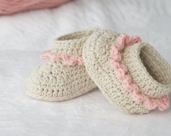 CROCHET PATTERN, instant download, crochet booties,crochet boots, pdf very easy to follow, full of pictures,crochet pattern no.53