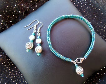 Beadwoven earrings and Bracelet set peacock blue and silver Rose