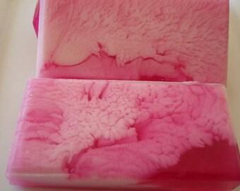 Kirsche Soap, Rosa Seife mit weißen Wirbel, Shea Butter angereichert, Geschenk für sie, selbstgemachte Seife, hübsch Seife, Seife