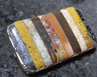 This is a stunning quality antique victorian Scottish 9ct gold and multi-agate panel brooch pin and box