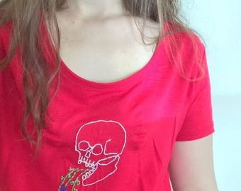 Skull and flowers hand embroidered t-shirt