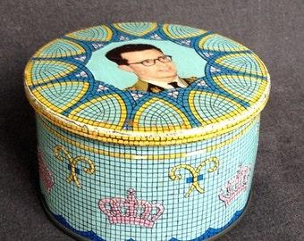 Vintage royalty rescued tin box. Royal memorabilia. Baudouin King of Belgium on display.