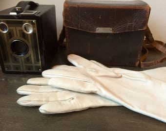 Cream/calfskin/butter soft/greige/leather/vintage/driving gloves/6 1/4
