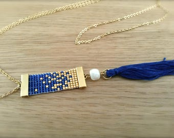 Blue and gold hatching beadwoven necklace