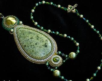 Pendant with serpentine stone