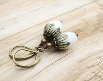 Bronze cream small buds earrings