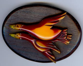 VINTAGE overdyed BAKELITE carved raised flying DUCKS on wood plaque pin brooch