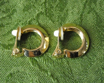 """Vintage Clip On Ear Hoops Earrings Gold Tone With Lobe Pads 1"""""""
