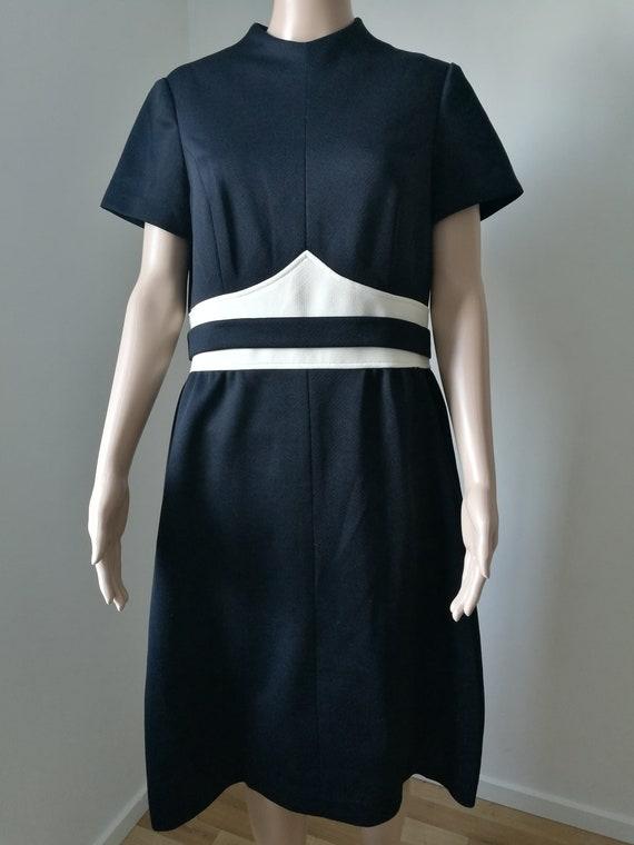 Vintage mod 1960's Alison Ayres monochrome black white go go scooter stewardess space age a-line dress high neck size M-L