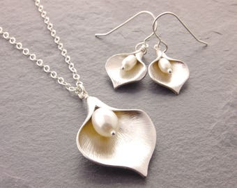Calla Lily Jewelry Set, calla lily necklace, bridesmaid jewelry, bridesmaid necklace, necklace earring set, mother of the bride, N6