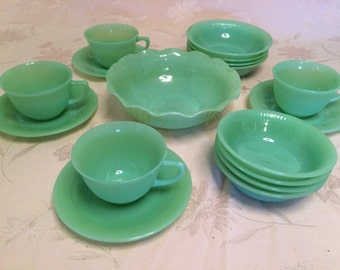 13 Piece Set Pure Jadeite Fire King Jadeite 1 Serving Bowl, Cups and Saucers, Cereal Bowls, Desert Bowls Lot Of Jadeite
