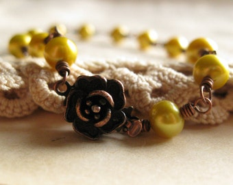 Bracelet Lime green pearls wrapped in copper with rose clasp Gardner