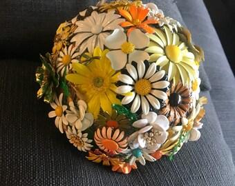Daisy Brooch bouquet