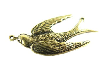 Antiqued Brass Flying Sparrow Bird Pendant (2X) (M581-E)