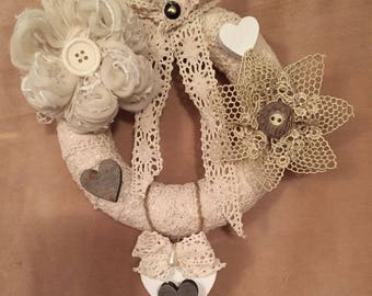 Shabby chic garland in lace and styrofoam