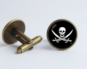 Pirate cufflinks Pirate jewelry Skull cufflinks Pirate flag cuff links Sea jewelry Pirates Of the Caribbean Pirate gift Pirate skull jewelry