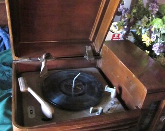 1948 Philco Radio Phonograph 48-1256
