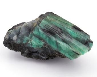 Emerald of 5.5 cm in matrix on black mica and quartz.