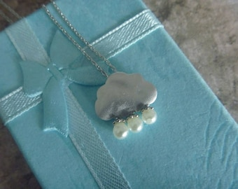 Rain Cloud goldish with pearl Necklace