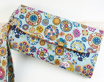 Abstract floral Womens wallet, Womans  Clutch, Wristlet bifold wallet, handmade fabric wallet, credit card wallet