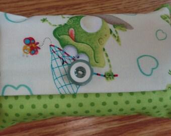 Frog travel tissue holder