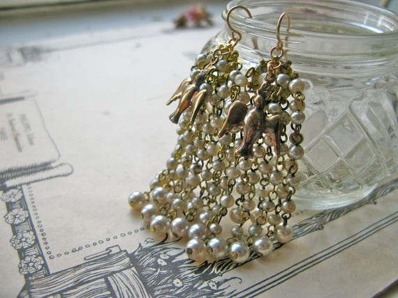 Pompadour Cascade earring...