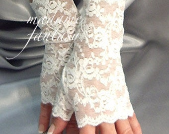 Ivory lace fingerless gloves