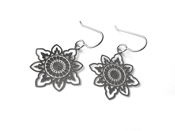 Silver boho flower dangle earrings - Hypoallergenic pure titanium and stainless steel