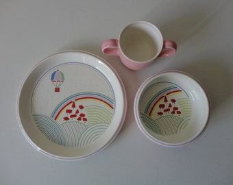 VINTAGE 3 piece ceramic CHILDRENS dish SET - mikasa 'up and away' - cup plate bowl - rainbows hot air balloon