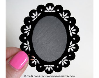 2pcs Vintage Eyelet Lace Cameo Setting - for 40x30mm Cameo - Laser Cut