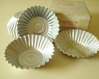Sandbakkel set, 15 vintage tart pans, original box, Swedish tartles, vintage baking supplies, holiday treats or Jello cups