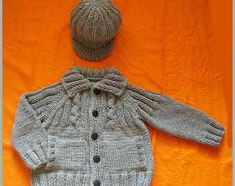 Grey vest with cable and 6 Hat set