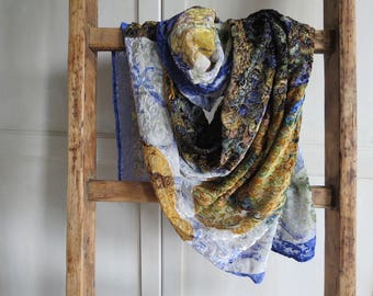 Viscose and silk velvet shawl, transparencies and practicality
