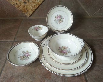 Homer Laughlin, English Regency Pattern Georgian Eggshell China Set for Six, 7 Piece Place Settings, Plus Serving Pieces Excellent Condition
