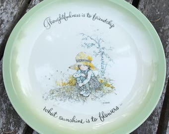 "Holly Hobbie Collector's Edition Plate ""Thoughtfulness is to friendship what sunshine is to flowers"""