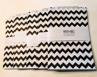20 Medium Paper bags - Black and White Chevron - Package embellishment - Goodie bags - Popcorn bags - Party - Wedding Reception - Food -