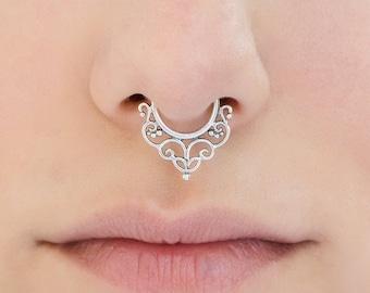 Fake silver Septum Ring. fake septum piercing. nose jewelry. septum ring. faux septum. fake septum. septum ring 18g.faux septum ring