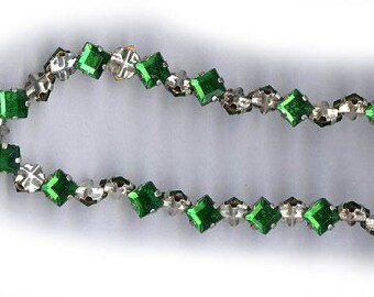 vintage rose montees emerald green 5mm square shape or 7mm on diagonal diamond shape TWENTY FIVE montees, sew ons, prong set faceted crystal