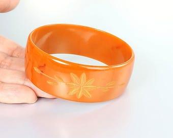 Pumpkin carved Bakelite Bangle. Burnt Orange Bakelite Bracelet, Flower and Leaf Halloween Mod jewelry