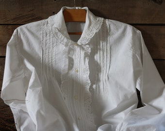 Size S or M. French vintage pure fine cotton blouse, embroidery shirt. Button up shirt women. French embroidery blouse. Lace white blouse.