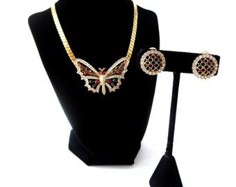 Nina Ricci Paris unterzeichnet Haute Couture Gold-Ton Regenbogen Strass Schmetterling Insekt Demi Parure Choker Halskette & Runde Clip auf Ohrringe Set