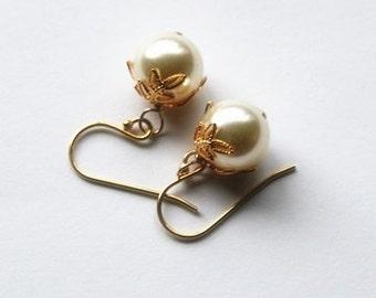 SET of 5 pairs large pearl earrings,  5 sets Bridesmaid earrings, Gold pearl earrings,  Leaf pearl earrings, Bridesmaids earring gift 5 sets