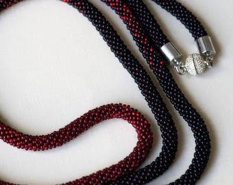 Red and Black Lariat seed bead Necklace (0323)